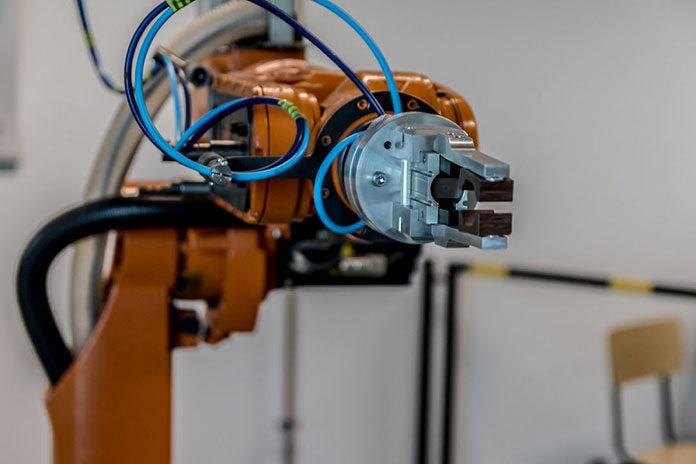 Automatyka przemysłowa – jak wpływa na pracę przedsiębiorstw?